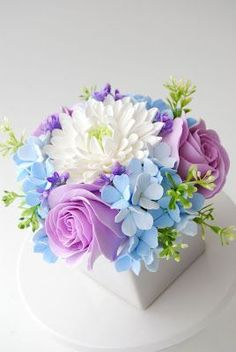 Specializing in handcrafted clay floral designs and simply stylish wedding stationery. Fondant Flowers, Sugar Flowers, Felt Flowers, Fabric Flowers, Paper Flowers, Beautiful Flowers, Beautiful Flower Arrangements, Floral Arrangements, Crea Fimo