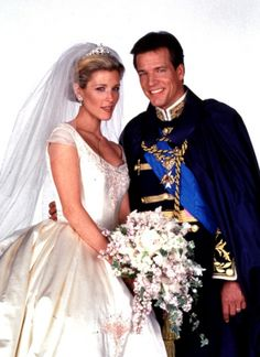 Cassie and Richard    Richard fell in love with Reva's sister Cassie (Laura Wright) and made her his new princess. Sadly, he died in a car crash just a few years later. Theirs was truly a storybook romance. We loved Laura Wright as Cassie.