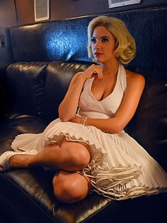 9 Halloween Costumes Inspired By PLL! Hanna Marin, Fantasia Marilyn Monroe, Costume Marilyn Monroe, Epic Costumes, Unique Costumes, Halloween Costumes, Halloween Ideas, Homemade Halloween, Halloween Train