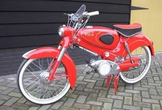 Puch Moped, Moped Scooter, Mini Motorbike, Vintage Moped, Hank Marvin, Vespa Girl, Motor Scooters, Classic Bikes, Bike Parts