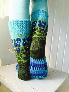 Ravelry: Blueberry pattern by Titta Järvensivu Cable Knitting, Knitting Stitches, Knitting Socks, Free Knitting, Knitted Hats, Easy Knitting Patterns, Afghan Crochet Patterns, Stitch Patterns, Adventure Hat