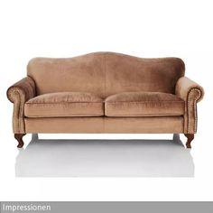 Dieses Dreisitzer-Sofa mit Nietenbeschlag von Impressionen verleiht jedem…