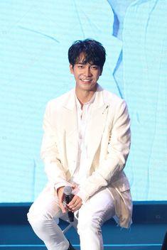 South Korean Singer Actor Lee Seung Performs His Asia Fan - Stock Photo , Korean Men, Asian Men, Asian Actors, Korean Actors, The King 2 Hearts, Hallyu Star, Lee Seung Gi, Lee Sung, Korean Celebrities