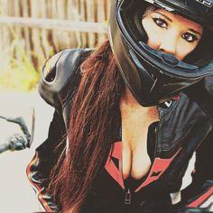 Motorcycles, bikers and Yamaha R1, Scooter Girl, Lady Biker, Biker Girl, Womens Motorcycle Helmets, Motorcycle Girls, Retro Helmet, Bike Couple, Cafe Racer Helmet