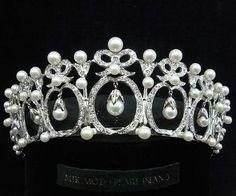 Pearl and diamond tiara @ Mikimoto Pearl Island