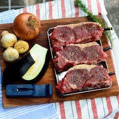 The MeatStick is de eerste slimme, draadlooze vleesthermometer dat zo eenvoudig werkt via de telefoon. In 3 stappen heb je een perfect gegaard gerecht op tafel staan. Plaats de thermometer in je favoriete stuk vlees, stel de klok in via de app op je telefoon en wachten maar tot je vlees ready to eat is! Dankzij de vleesthermometers van The MeatStick is het bereiden van een stukje vlees nog nooit zo eenvoudig geweest. Beef, Food, Meat, Essen, Meals, Yemek, Eten, Steak