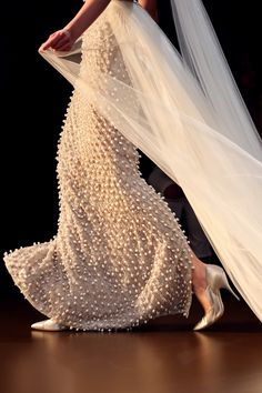 Ralph & Russo Fall 2015 Haute #Couture As if it's alive - such perfection #embellishment