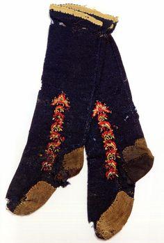 FolkCostume&Embroidery: East Telemark, Norway, socks and shoes for Raudtroje and Beltestakk