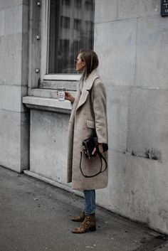 STYLE // camel coat outfit and snake print boots Do You Want Your Children to Be Like You? Fashion Mode, Look Fashion, Womens Fashion, Fashion Trends, Fashion Outfits, 50 Fashion, Cheap Fashion, Fashion Styles, Stylish Outfits