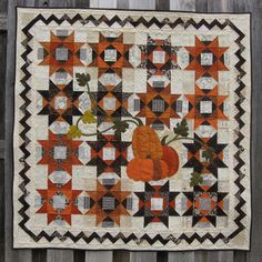 Hello Gourd-geous quilt pattern by Eye Candy Quilts Halloween Pillows, Halloween Quilts, Halloween Table, Small Quilt Projects, Quilting Projects, Quilting Ideas, Fall Quilts, Scrappy Quilts, Halloween Quilt Patterns