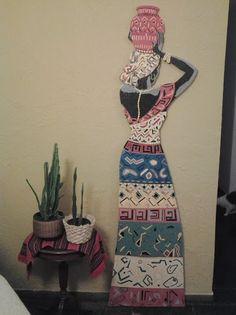Africana, elaborada em mosaico por Gerson Portella. Quer adquirir esta peça!? Entre em contato conosco:  mosaicosportella@gmail.com #mosaico #africana #mosaicosportella