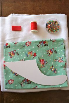 Albert and the Lion: Bandana Bib Free Tutorial Baby Sewing Projects, Sewing For Kids, Sewing Crafts, Couture Bb, Bib Pattern, Creation Couture, Baby Crafts, Burp Cloths, Baby Accessories
