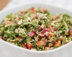 Salade de quinoa aux légumes : http://www.fourchette-et-bikini.fr/recettes/recettes-minceur/salade-de-quinoa-aux-legumes.html