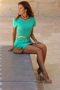green dress with naturals - Love this color with the neutral shoes