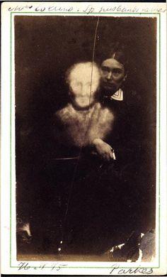"Collins & Her Husband's Father, Recognized by Several."" Albumen carte de visite, 2 x inches 1875 Ghost Photography, Spirit Photography, Flash Photography, Vintage Photographs, Vintage Photos, Ghost Pictures, Ghost Pics, Tim Burton Corpse Bride, Post Mortem"