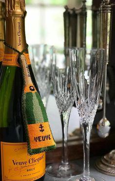 Veuve Clicquot Champagne, Bubble Fun, Wedding Painting, Reims, Italian Wine, Canvas Designs, France, Videos Funny, Decoration