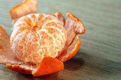 В кожуре мандарина содержатся эфирное масло, фитонциды, каротиноиды, витамины, антиоксиданты и другие ценные вещества.