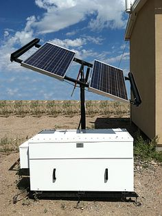 Capsells' integrated system from Zomeworks is a power system that can be transported wherever energy is needed. Solar Energy Panels, Best Solar Panels, Solar Energy System, Solar Roof, Passive Solar, Solar House, Solar Panel System, Energy Use, Power Energy