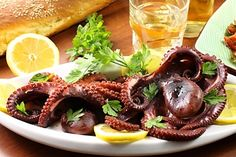 Chobotničky na víně / Octopus in red wine Fish And Seafood, Octopus, Red Wine, Calamari, Squidbillies, Octopuses