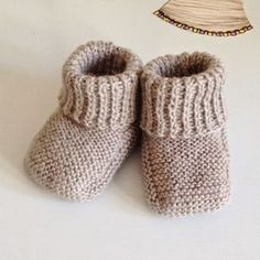 Free Recipe For Baby Booties Recipe ; Baby Knitting Patterns, Knitting For Kids, Baby Patterns, Knitting Projects, Drops Baby Alpaca Silk, Gestrickte Booties, Tricot Baby, Baby Bootees, Baby Barn