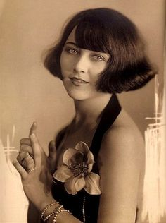 Ziegfeld girl Anastasia Reilly, Strauss-Peyton photography, 1920.