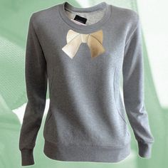 Grauer Sweater mit goldener Schleife // sweater by Starbeit via Dawanda.com