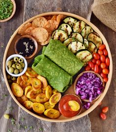 Homemade green spinach #tortillas with 3 ingredients. The recipe is #healthy, #glutenfree, #vegan, wheat-free, corn-free, great for kids, and easy to make. Perfect for #wraps, #tacos, #burritos, #enchiladas, #quesadillas. Recipe on elavegan.com