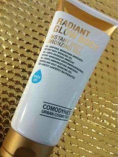 Radiant glow corporal, tono moreno sin ser autobronceador. Se elimina con la ducha. No mancha.