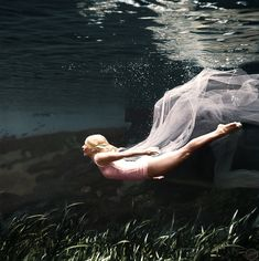 """Underwater Ballet, 1956. (colorized)  taken by Bruce Mozert in Silver Springs, FL. The woman in the photo is stunt-woman Ginger Stanley who worked on the film """"Creature from The Black Lagoon"""".  Picture is colorized by Reddit user http://www.reddit.com/user/DangerDegan  Original b&w picture: http://metacolor.org/wp-content/uploads/2015/03/3333027.jpg"""