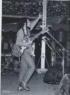Bob Marley Live at San Siro Stadio,June, 27 1980 -  Bob Marley & The Wailers si esibiscono allo stadio San Siro di Milano, dove suonano davanti a 100 mila spettatori: il concerto più grande da loro mai realizzato.