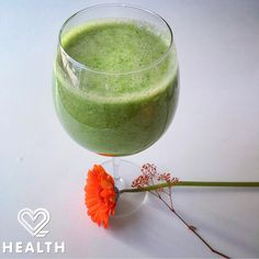 Try 2 Health App's fully #raw Green Ginger Smoothie. The perfect afternoon #healthysnack!  New video on our YouTube channel! Have a look (link in bio) and subscribe to our channel! #food #foodie #foodporn #instafood #instahealth #health #wellness #cleaneating #nutrition #fitfam #fitfoodie #greensmoothie #greensmoothiecleanse #2healthapp #detox #beautifulcuisines
