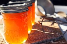 The Hen Basket: Apricot Jelly (no pectin)