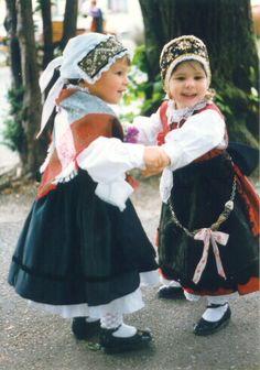 Bildresultat för slovenska narodna noša Only In America, European American, Scottish Clans, Folk Costume, My Heritage, Little People, Traditional Outfits, Harajuku, Flower Girl Dresses