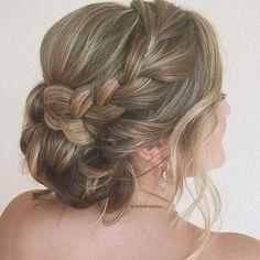 half up half down hairstyles Popular Hairstyles, Down Hairstyles, Girl Hairstyles, Different Hair Types, Half Up Half Down Hair, Wedding Updo, Braided Updo, Updos, Braids
