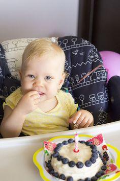 Recept» Dort k prvním narozeninám   Mámou stylově Birthday Cake, Desserts, Food, Tailgate Desserts, Deserts, Birthday Cakes, Essen, Postres, Meals
