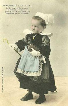 costume fillette De Quimperlé à Pont-Aven