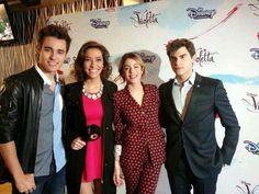 Nueva imagen en la conferencia de prensa, el día del estreno de #Violetta3. ❤️