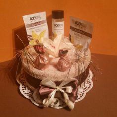 einfach mal entspannen das ist mit dieser Torte sicherlich möglich...  bestehend aus:  2 beigefarbene Handtücher 50x90cm flauschig weich und 100% Baumwolle  auf Tortenspitze  befüllt...