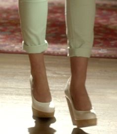 Alison DiLaurentis's White Wedge Pumps from Pretty Little Liars: Misery Loves Company #ShopTheShows #curvio