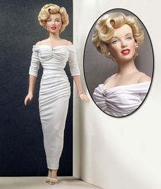 Celebrity Doll! ~~ For more: - ✯ http://www.pinterest.com/PinFantasy/gente-~-marilyn-barbie-and-other-dolls/