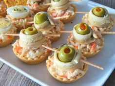 Canapés fáciles de última hora especial Navidad. ¡Que no te pille el toro! - Anna Recetas Fáciles Healthy Christmas Recipes, Holiday Recipes, Lunch Snacks, Easy Snacks, Appetizers For Party, Appetizer Recipes, Canapes Faciles, Mango Avocado Salsa, Buzzfeed Tasty