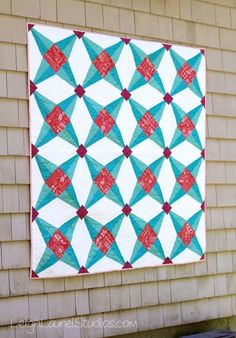 Looking for a fun paper piecing challenge? Then you'll love this star quilt tutorial! This paper piecing quilt project is inspired by the Fruit Ninja game. Star Quilts, Mini Quilts, Quilt Blocks, Baby Quilts, Mini Quilt Patterns, Paper Piecing Patterns, Homemade Quilts, Foundation Piecing, Quilting Projects