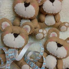 Ursos em feltro para lembrancinhas, saches ou enfeite por Flor de Algodão