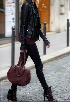 Soooo LOVE this outfit! Black leather jacket, Isabel Marant ankle boots and Alexander Wang burgundy bag - Urban chic outfit ideas and inspiration for a perfect street style moment during Fashion Week - Looks Street Style, Looks Style, Mode Outfits, Fall Outfits, Beach Outfits, Edgy Outfits, Fashion Outfits, Look Fashion, Womens Fashion