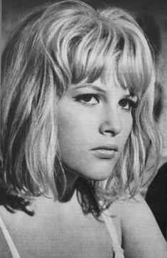 Olga Schoberová, Olinka Berová 1966 Ursula Andress, Hammer Films, Vintage Ladies, The Past, Celebrity, Singer, Icons, Actresses, Dolls