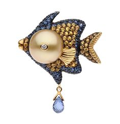 Oceania Collection | Autore Pearls-Oceania fish in white and yellow gold, with South Sea pearl and blue and yellow sapphires. Available in different colour combinations.