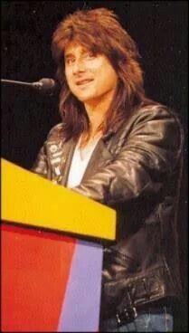 love his hair!
