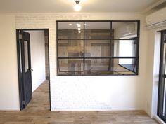 100㎡超の中古マンションリノベーション、アイアンで製作した窓・古材を壁面にパーケット張りでアクセントに。