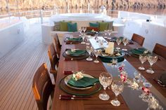 #TABLE SETTING LUXURY MOTOR YACHT
