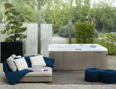 Complete jacuzzi setting